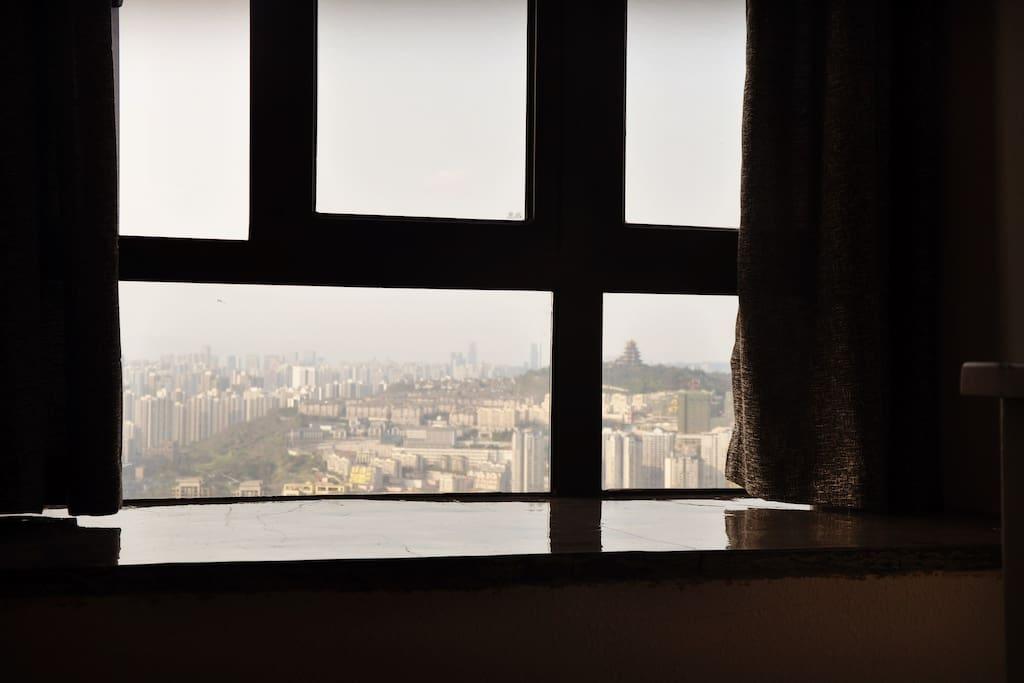 窗外眺望江北鸿恩寺