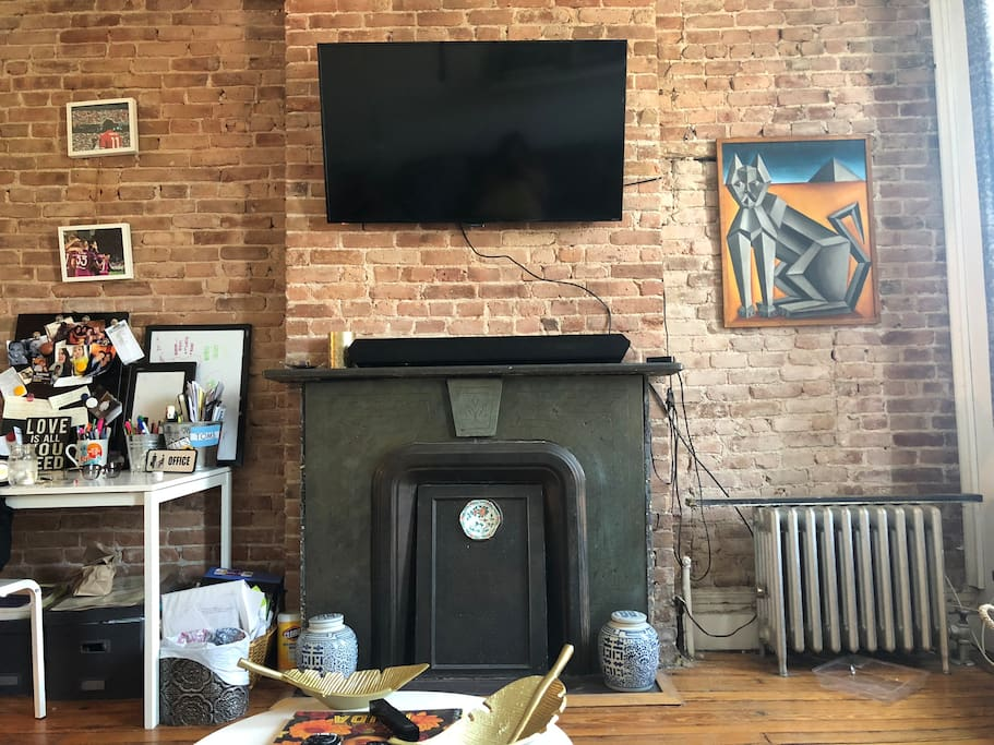 Tv and sound bar. Access to cable, Netflix& Hulu