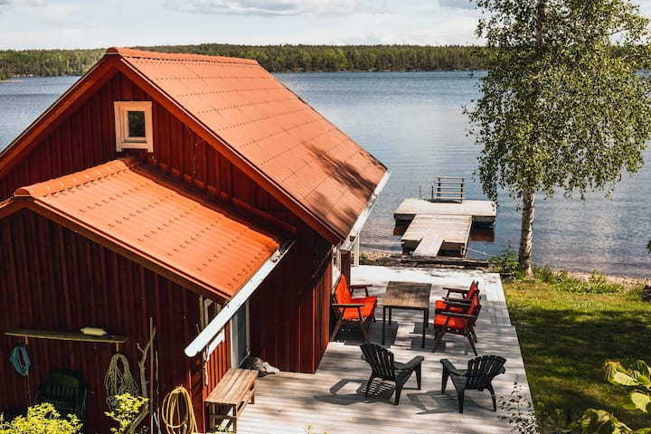 Secluded lakefront cabin, incl. rowing boat