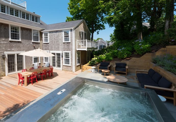 Contemporary 4 bedroom home on quiet downtown street with hot-tub and grand deck