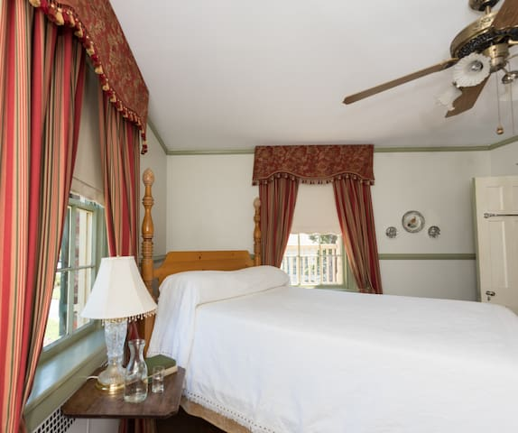 Family Suite with Gourmet Breakfast - Cedars B&B
