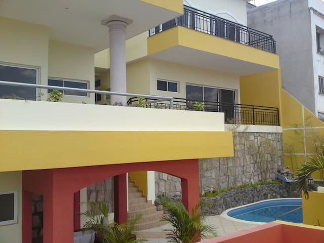 House w/ swim. pool & sauna. Lomas - Tegucigalpa - Apartment
