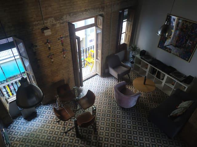 Linda habitación en edificio clásico de Valencia