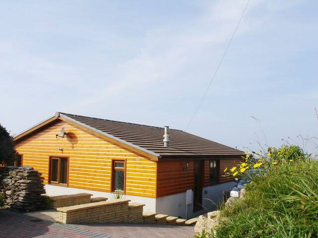 Eureka - Luxury 3 bed Chalet with sea views