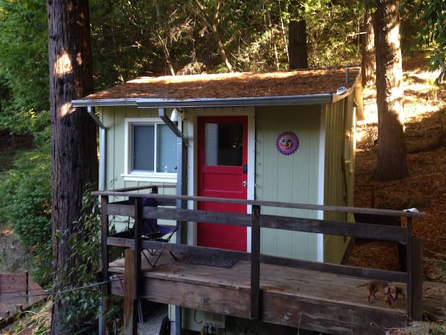Hilltop Haven River Cabin - Guerneville