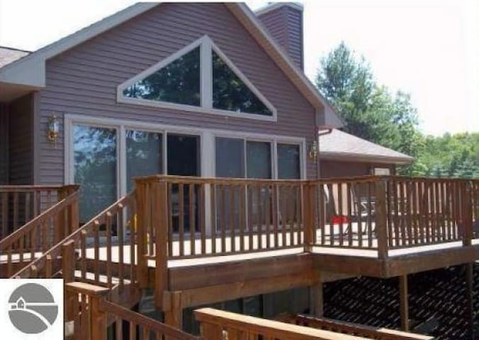 Torch Lake House for the Whole Family! - Bellaire - Hus