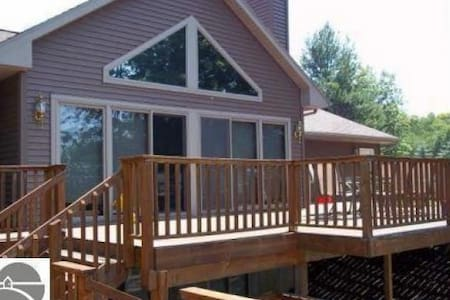 Torch Lake House for the Whole Family! - Bellaire - Haus