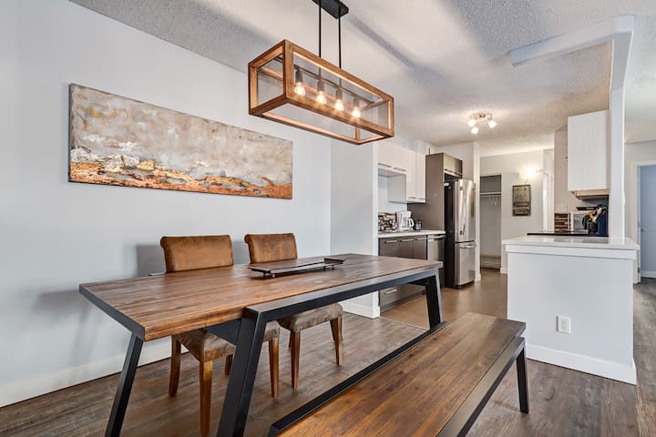 STAMPEDE | MODERN DOWNTOWN CONDO | 3 BEDS 1 BATH