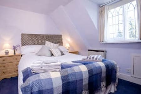 Double bedroom in period house - Peterborough