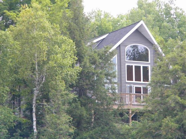Chandos Lake Cottage