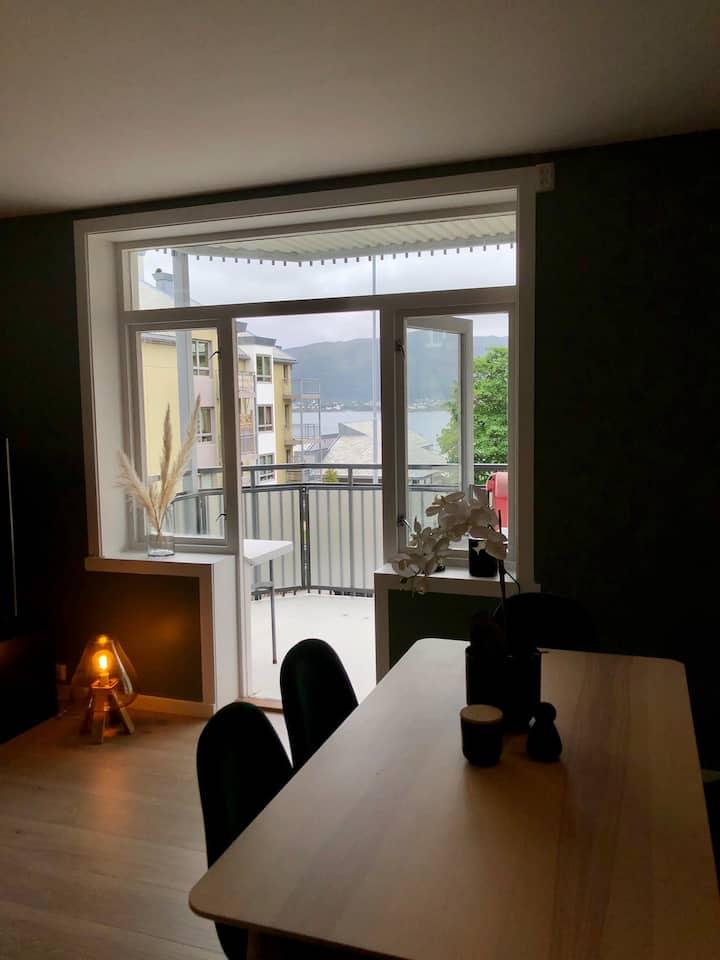 Sentral leilighet med tilgang til balkong- Ålesund