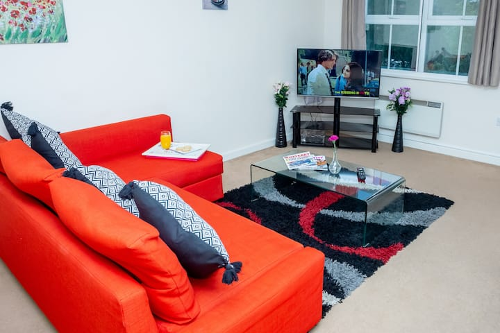 Spacious Contractor House - by Ideyfine Apartments