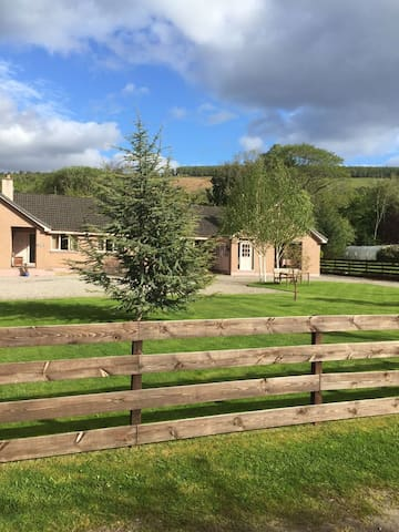 Aslaich Bed & Breakfast - FAMILY ROOM & BATHROOM - Drumnadrochit