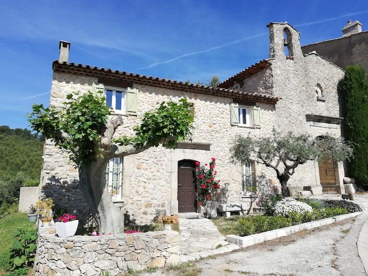 Maison en pierre au coeur de la Provence Verte