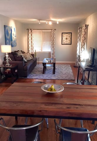 Spacious Red Door Studio Apartment - Oklahoma City - Leilighet