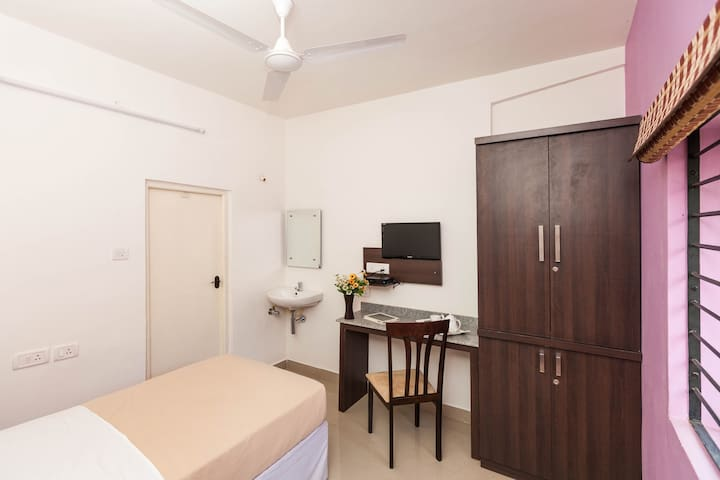 Amber AC Single Room - Ebenezer Suites, Whitefield