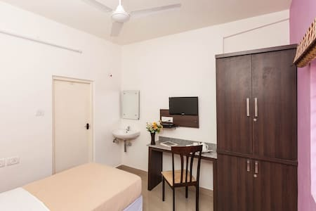 Amber AC Single Room - Ebenezer Suites, Whitefield - Szoba reggelivel