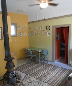 Rustic suite in historic area, walk to cafes - Bisbee - Srub