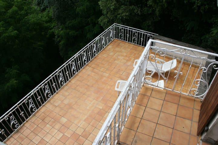 Balcon Chambre 3 surplombant terrasse 2