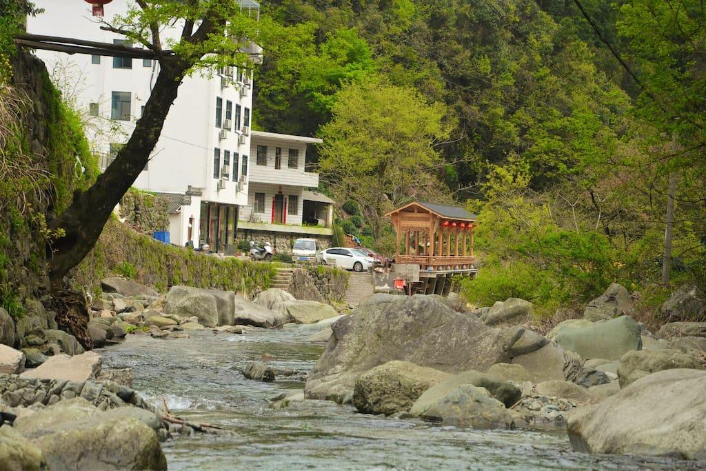 河中远观房子