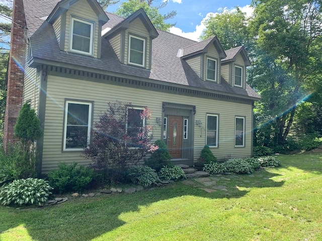 Spacious & Sunny, 3BR 3Ba-15 minutes from Mt. Snow