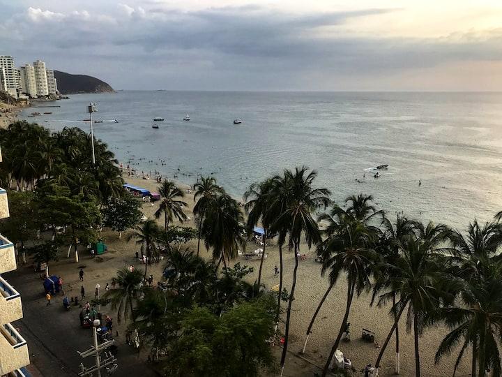En toda la playa de El Rodadero, Vista al mar.