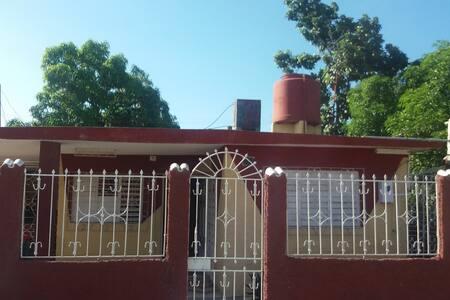 Dos habitaciones en  Las Tunas centro