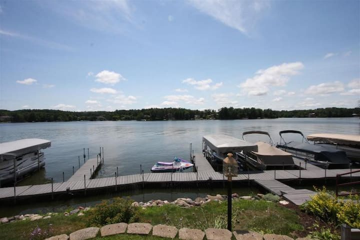Cool Lake Front Condo, COZY, Fireplace,PontoonRide