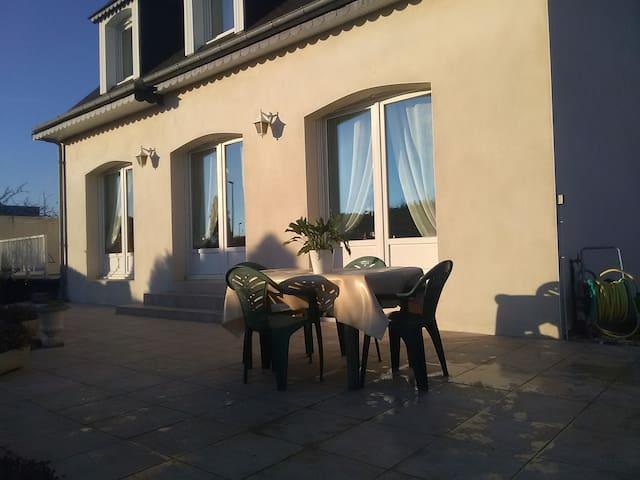 Maison familiale en bord de mer - Étables-sur-Mer - House
