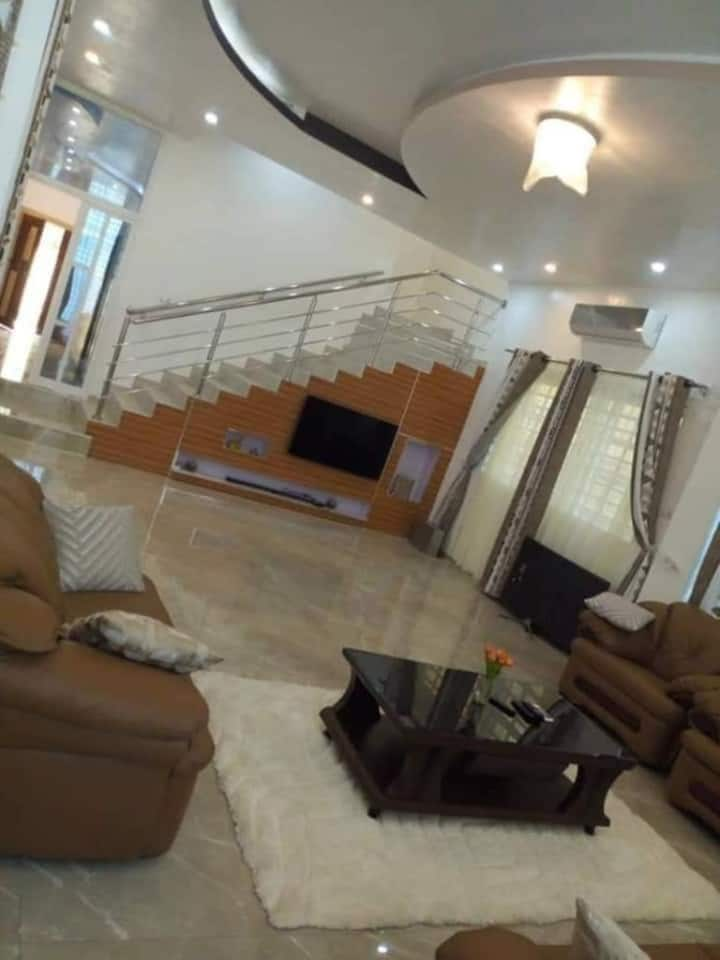 Villa Triplex ( R+2 ) meublée