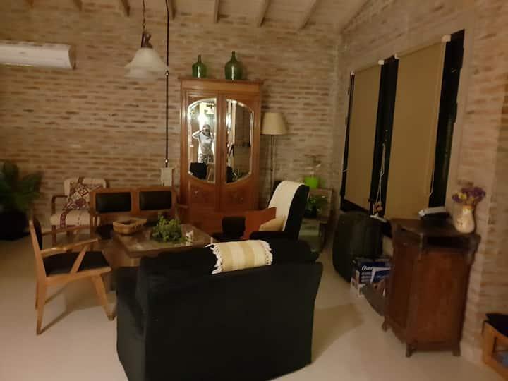 Dormitorio, baño privado en casa quinta y pileta