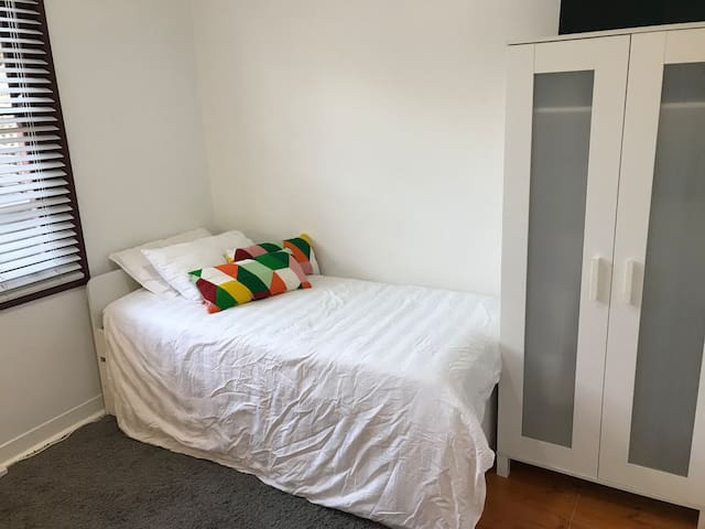 Cozy spacious room near to beach, city and airport