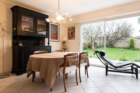 Maison /jardin près de La Rochelle - House