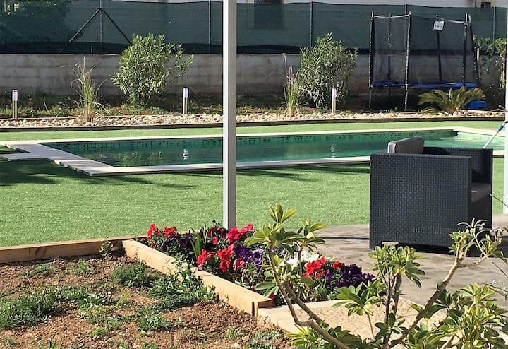 Casita moderna con piscina