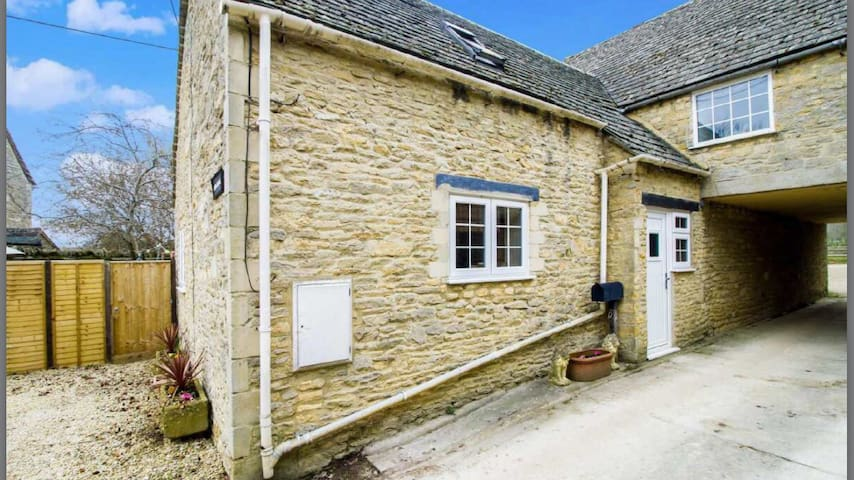 Beautiful 2 Bed Cotswold Cottage