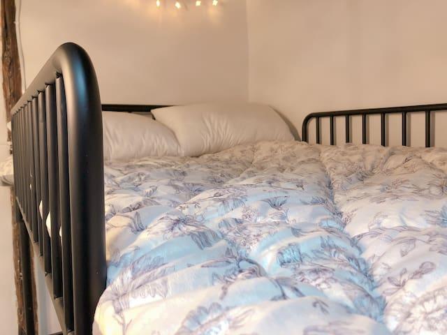 配1.2×1.9床,双人枕