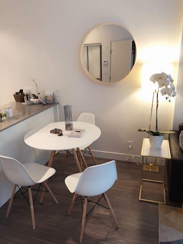 Amazing PRIVATE ROOM in Brand New 1-Bedroom Condo