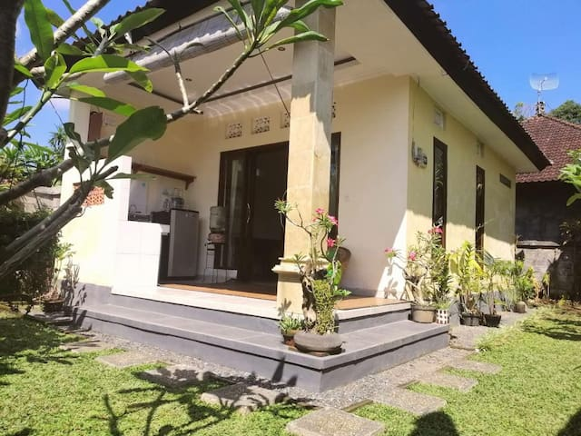 Small private one bedroom house 8 minute frm Ubud