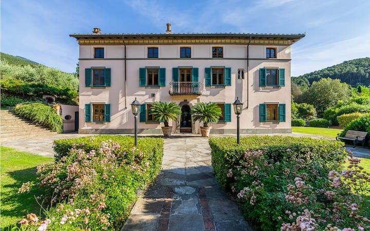 Villa storica a Lucca con parco e piscina