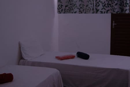 Quarto Solteiro Casa Confortável próx Centro
