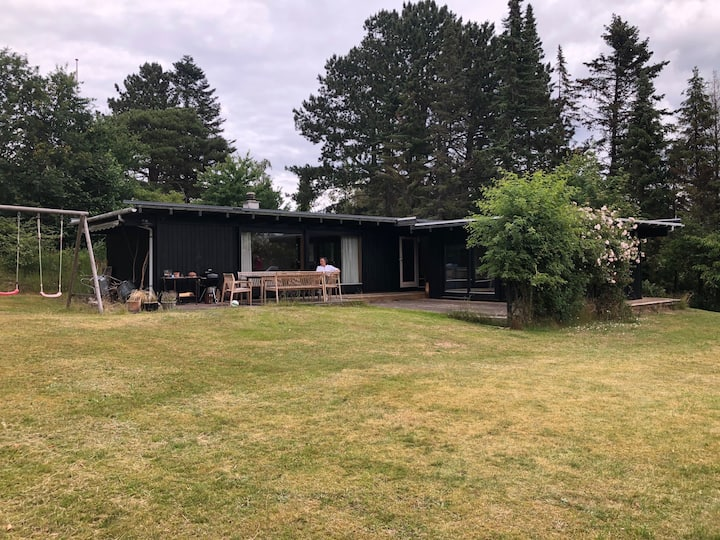 1960s Summer House with All-Year Amenities