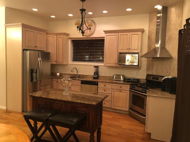 Private deluxe 3 level home by McCormick/Navy Pier