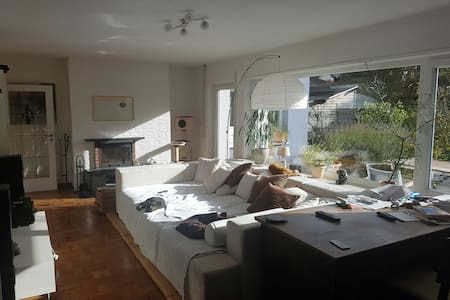 Beautiful room near to airport+fair - Hattersheim am Main - 独立屋