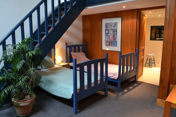 bright self-catering  by the sea/Rance nr St-Malo