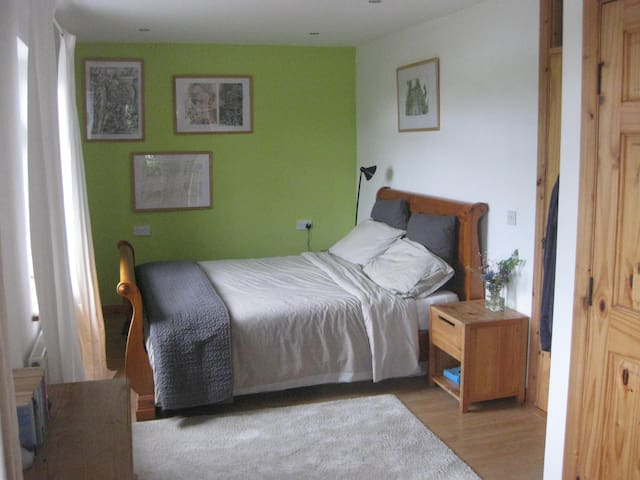 the Blue House at Slieve League: Fern double room - County Donegal - Bed & Breakfast