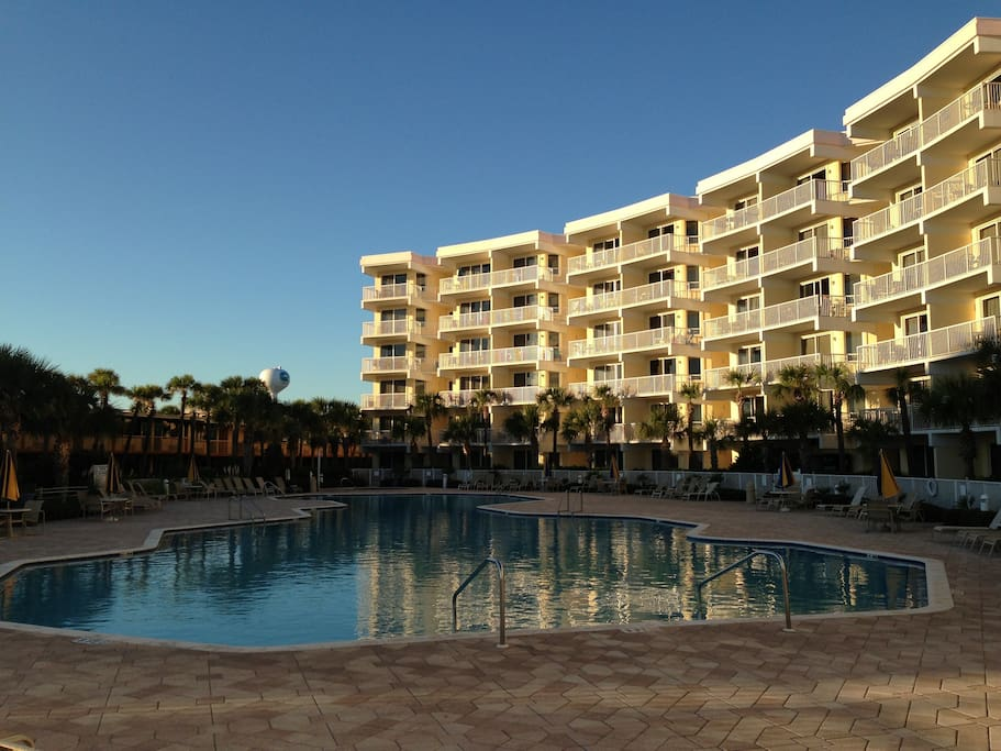 directly on the beach in destin fl condominiums for rent