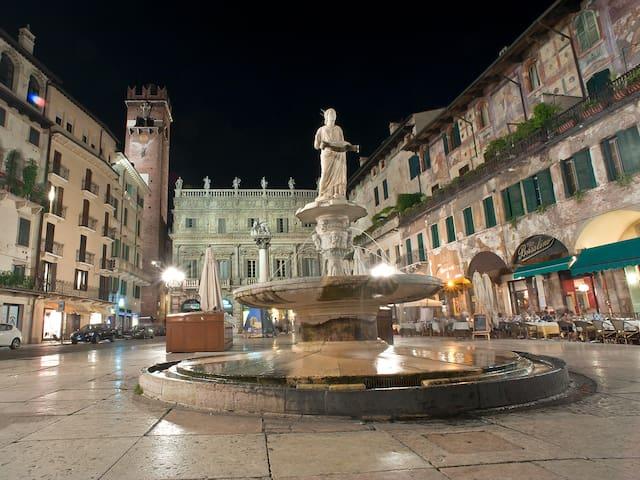 Attico 5 min da Piazza delle Erbe da 6/15 persone