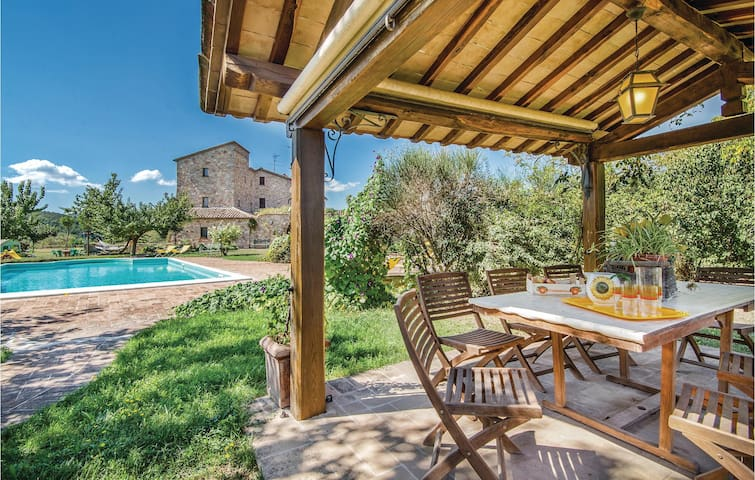 Holiday cottage with 2 bedrooms on 80m² in Sismano (TR)