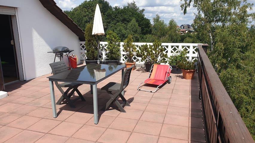 Ruhige Wohnung mit herrlicher Terrasse am Waldrand