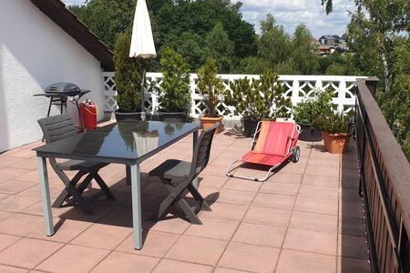 Komplette Wohnung mit herrlicher Terrasse
